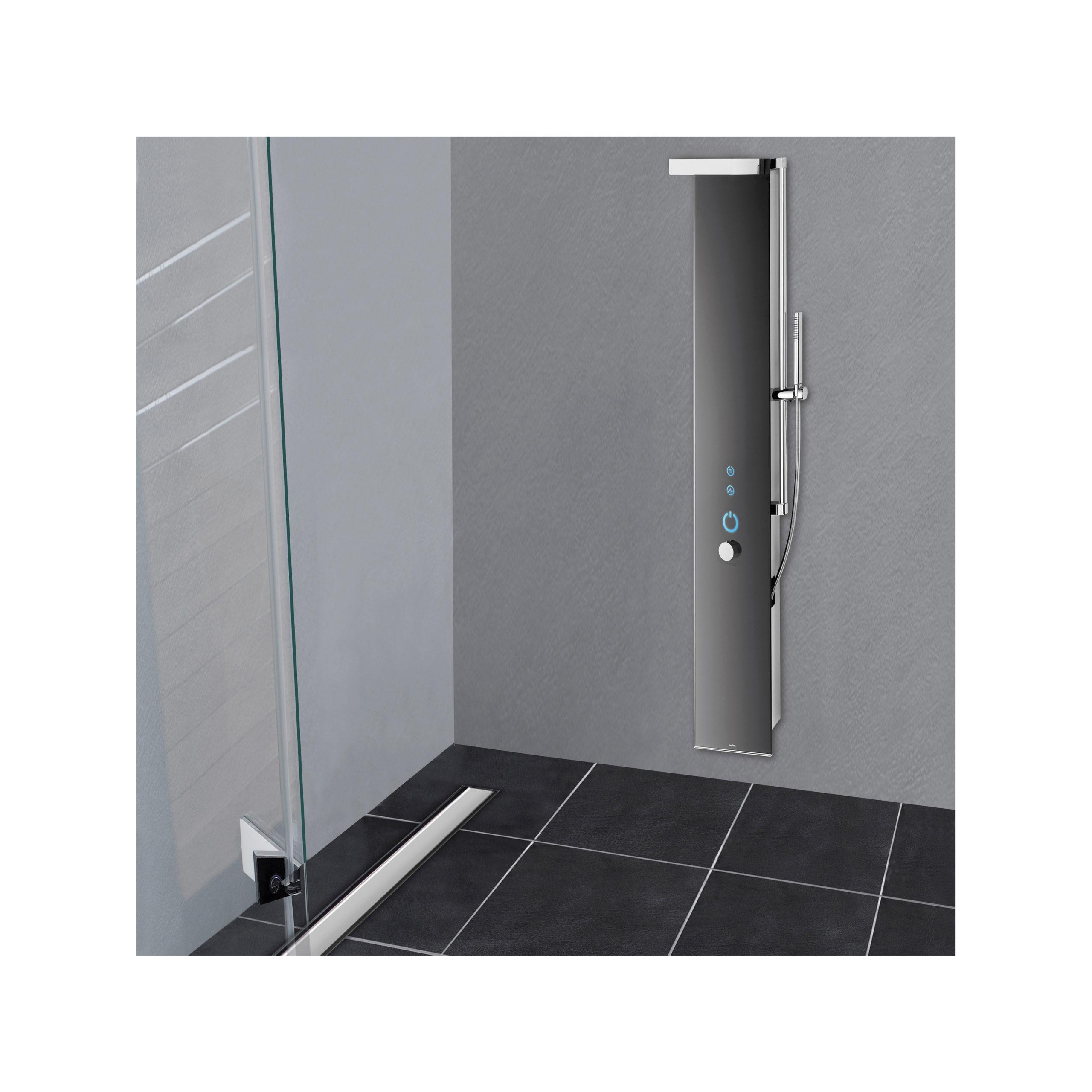 Glamü GmbH Bequemer Zutritt zur Dusche durch weite Öffnung der Türen und die bodengleiche Duschrinne.
